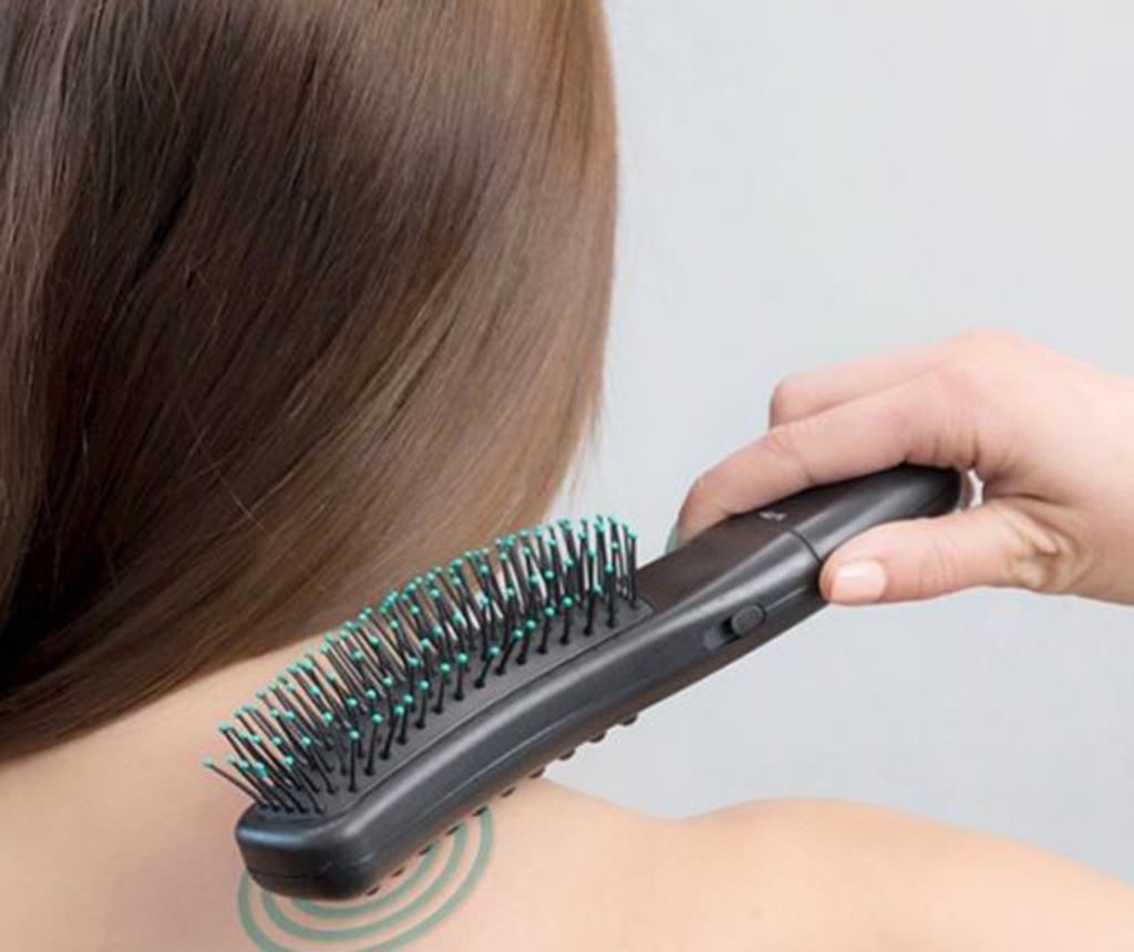Krtača za lase z masažo InnovaGoods Vibrating Stimulating