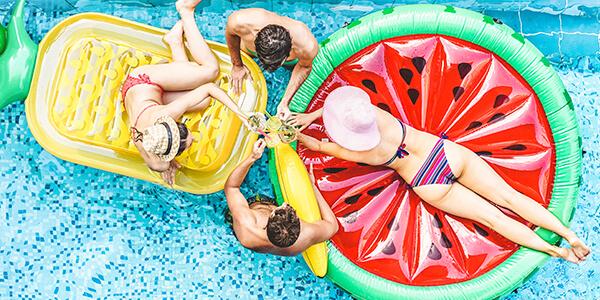 Párty u bazénu